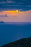 Por do sol bonito sobre o mar Imagens de Stock Royalty Free