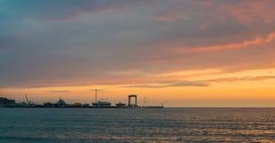 Por do sol bonito sobre o mar Anapa, regi?o de Krasnodar, R?ssia imagens de stock