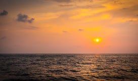 Por do sol bonito sobre o Oceano Índico Fotos de Stock Royalty Free