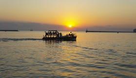 Por do sol bonito do verão na margem de Nakhimov em Sevastopol foto de stock royalty free