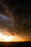 Por do sol brilhante após uma tempestade Imagens de Stock
