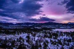 Por do sol brilhante na noite em Breckenridge, Colorado foto de stock royalty free