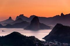 Por do sol cênico de Rio de janeiro Mountain View By foto de stock royalty free
