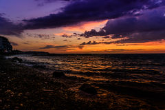 Por do sol calmo da cidade do beira-mar Foto de Stock
