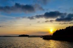 Por do sol calmo do oceano Foto de Stock Royalty Free