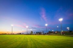 Por do sol do campo de basebol fotos de stock royalty free