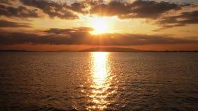 Por do sol celestial e o mar filme