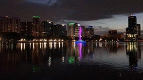 Por do sol do centro da cidade de Orlando, Florida no parque de Eola do lago, Time Lapse vídeos de arquivo