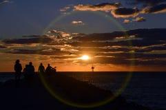 Por do sol cercado Imagens de Stock