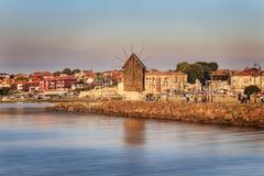 Por do sol colorido, cor-de-rosa sobre Nessebar em Bulgária fotografia de stock royalty free