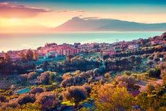 Por do sol colorido da mola na vila de Solanto Imagens de Stock Royalty Free