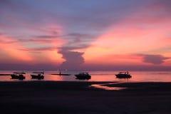 Por do sol colorido e bonito em Tailândia fotografia de stock