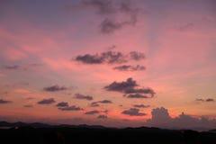 Por do sol colorido e bonito em Tail?ndia fotografia de stock