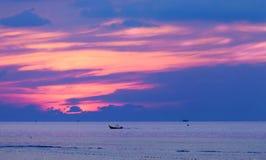 Por do sol colorido em Phuket, Tailândia Fotografia de Stock Royalty Free