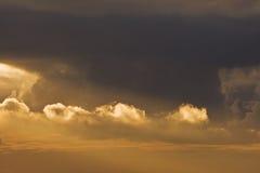 Por do sol colorido impressionante Imagens de Stock