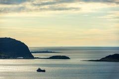 Por do sol colorido na cidade do porto de Alesund Fotografia de Stock