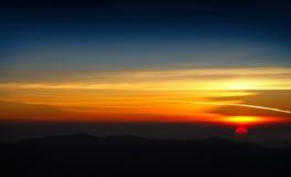 Por do sol colorido na montanha Foto de Stock Royalty Free