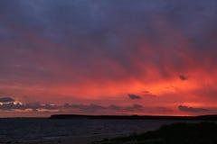 Por do sol colorido na praia de Kaas em Dinamarca Imagens de Stock Royalty Free