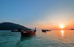 Por do sol colorido no mar Foto de Stock Royalty Free