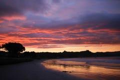 Por do sol colorido refletido na água Imagens de Stock Royalty Free