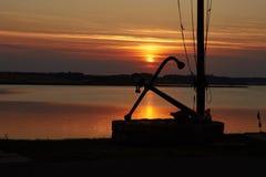 Por do sol colorido sobre o fiorde de Hjarbaek em Dinamarca Imagens de Stock Royalty Free