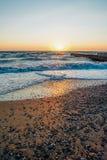 Por do sol colorido sobre o mar Imagem de Stock