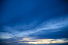 Por do sol colorido sobre a praia Tailândia de Pataya do mar Imagens de Stock