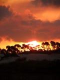 Por do sol com céu alaranjado Imagens de Stock Royalty Free