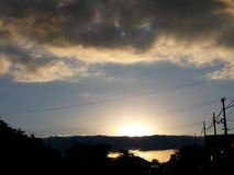 Por do sol com céu nebuloso Fotos de Stock Royalty Free
