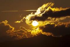 Por do sol com coulds Imagens de Stock Royalty Free