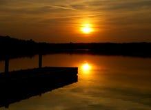 Por do sol com doca Imagem de Stock Royalty Free
