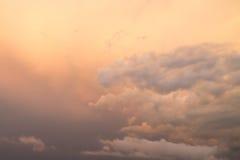 Por do sol com nuvens Imagem de Stock