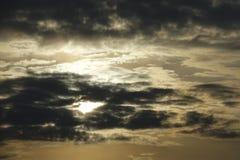 Por do sol com nuvens de tempestade Imagens de Stock Royalty Free
