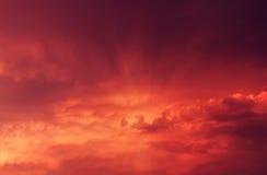Por do sol com nuvens vermelhas Foto de Stock Royalty Free