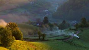 Por do sol com paisagem da montanha do verão, a Transilvânia, Romênia Fotografia de Stock