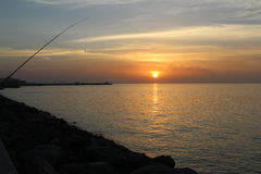 Por do sol com praia Fotografia de Stock