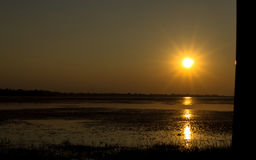 Por do sol com reservatório Imagens de Stock Royalty Free
