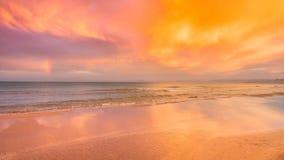 Por do sol com um arco-íris após a chuva pelo mar Mediterrâneo em Cullera, Valência imagem de stock royalty free