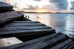 Por do sol com uma maré alta Fotografia de Stock