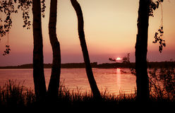 Por do sol cor-de-rosa no lago Fotografia de Stock Royalty Free