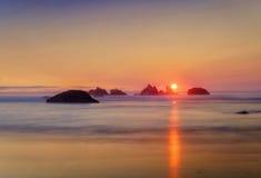 Por do sol, costa de Oregon, Oceano Pacífico Imagens de Stock Royalty Free