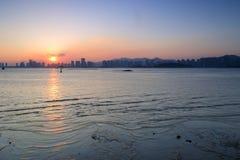 Por do sol da baía de Haicang Imagem de Stock