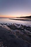 Por do sol da baía de Kimmeridge imagem de stock