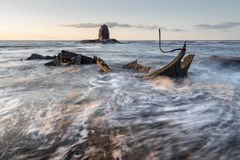 Por do sol da baía de Saltwick Foto de Stock