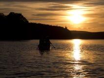 Por do sol da canoa Imagem de Stock