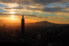 Por do sol da cidade de Taipei Fotos de Stock