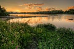 Por do sol da corredeira do rio fotografia de stock