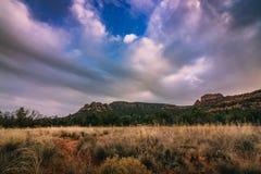 Por do sol da estrada da escola do vale de Verde Imagens de Stock Royalty Free