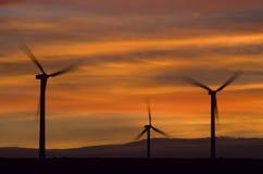 Por do sol da exploração agrícola de vento imagens de stock
