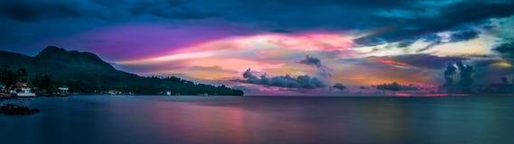 Por do sol da ilha de Camiguin imagens de stock